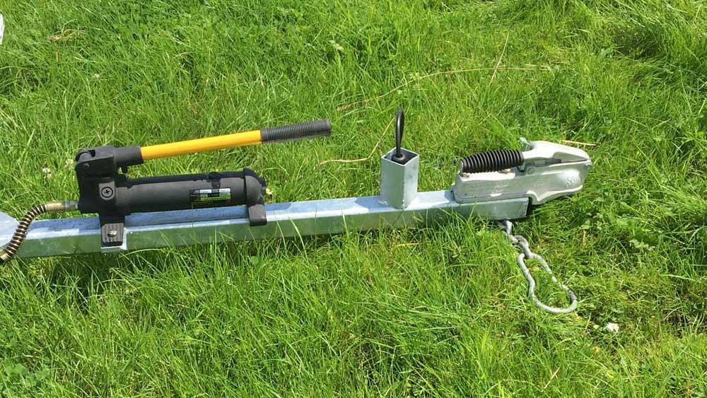 Shepherdsmate sheep Handling Equipment - Road Safe Mobile or fixed yard Sheep Race with Lockable Bradley hitch to prevent theft